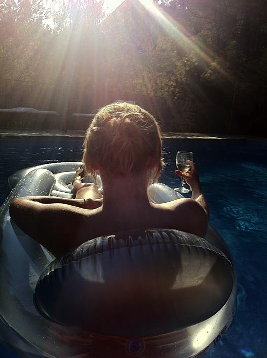Zon, zwembad en champagne