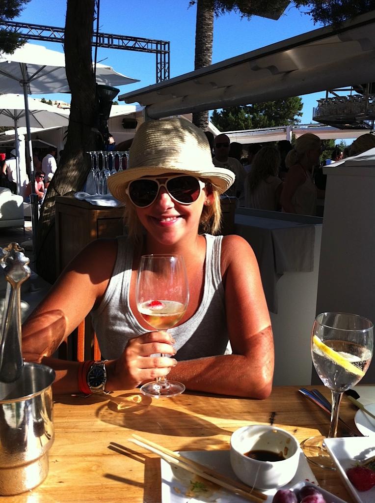 Champagne drinken bij Blue Marlin